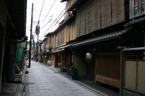 宮川町通の古い町並み